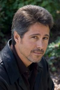 Author Robert Dugoni